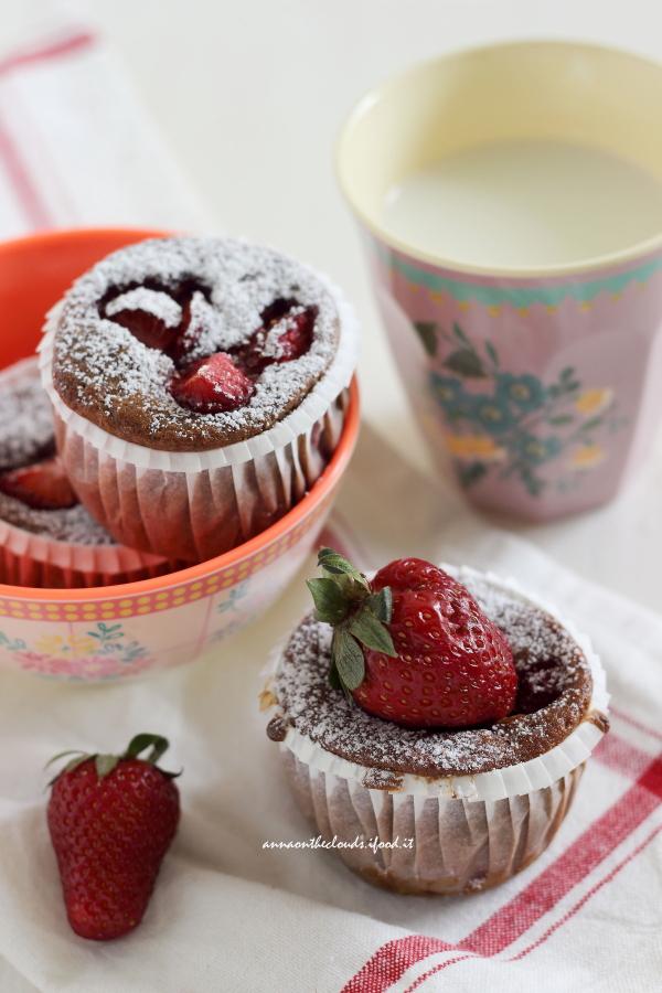 Muffin Allo Yogurt E Fragole Senza Burro Anna On The Clouds