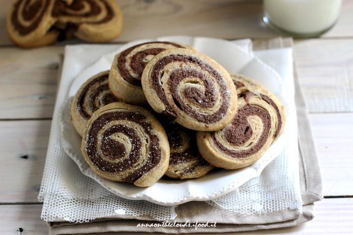 Biscotti girandola al cioccolato e vaniglia