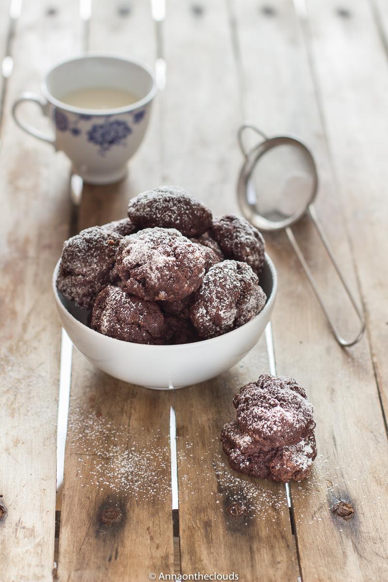Biscotti al cioccolato veloci: senza uova, senza latte e senza burro