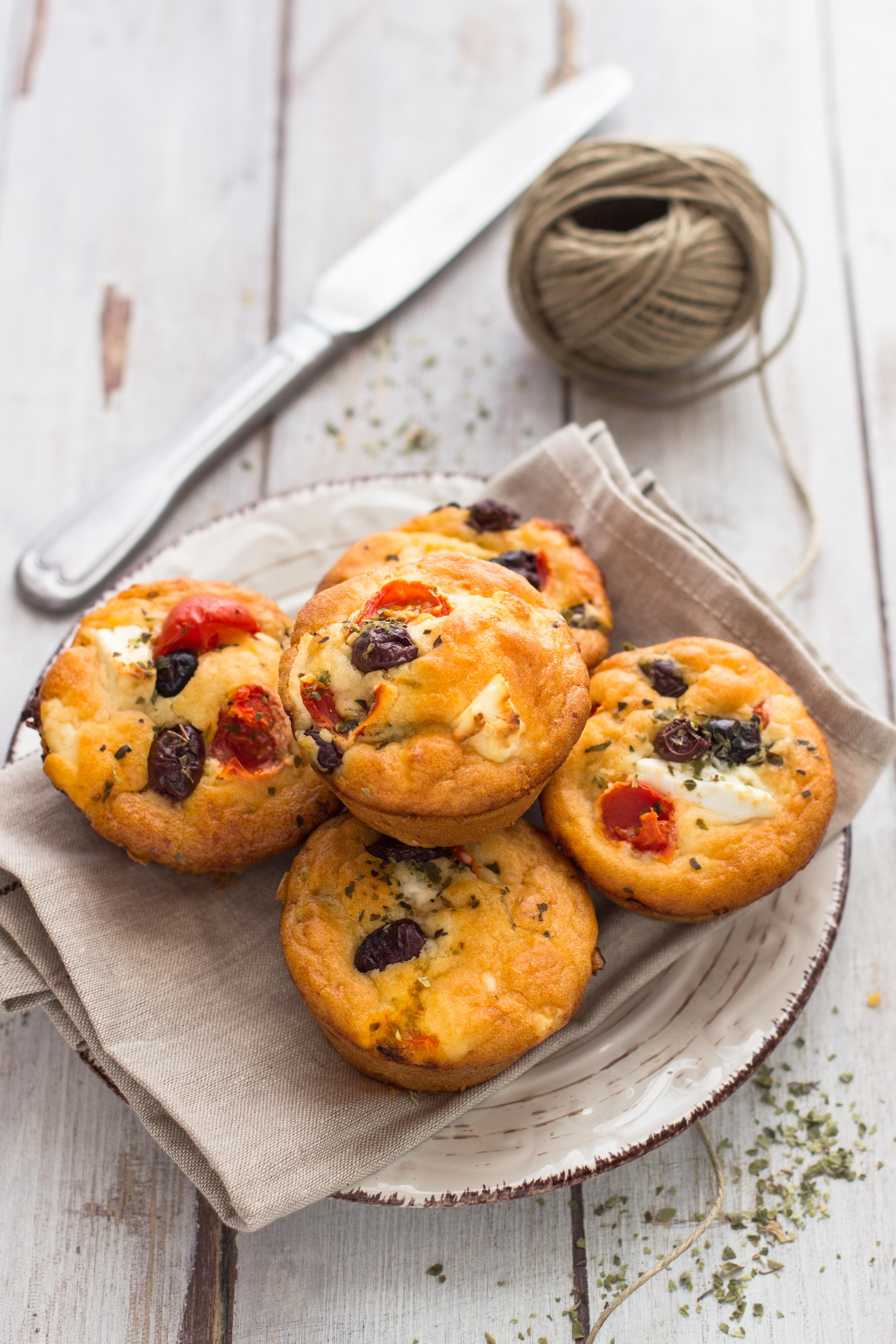 Muffin alla greca (pomodorini, feta e olive nere)