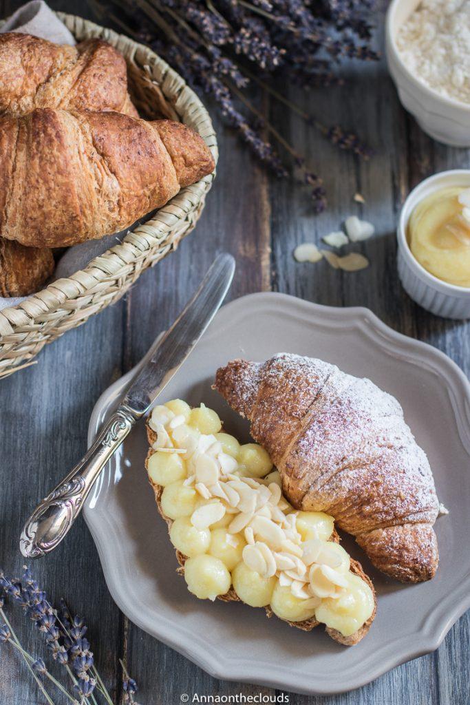 Croissant con crema Frangipane e mandorle