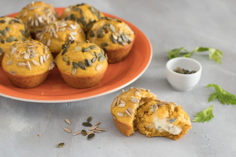 Muffin alla zucca salati con cuore di formaggio