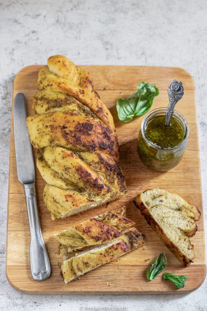 Treccia di Pan Brioche al Pesto
