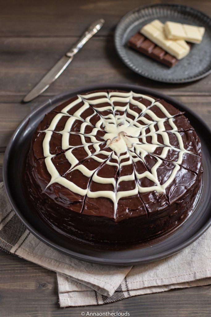 Torta al cioccolato con  ragnatela: ricetta facile