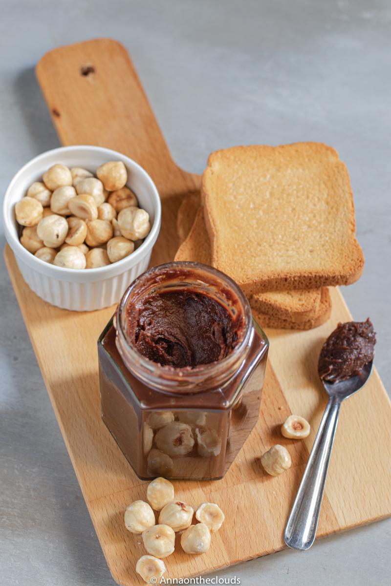 Ricetta Nutella Fatta In Casa.Nutella Fatta In Casa Ricetta Semplice E Genuina Anna On The Clouds