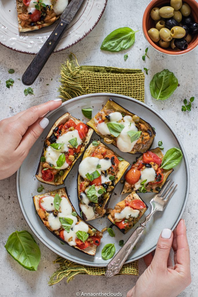 Melanzane a barchetta: ricetta senza carne